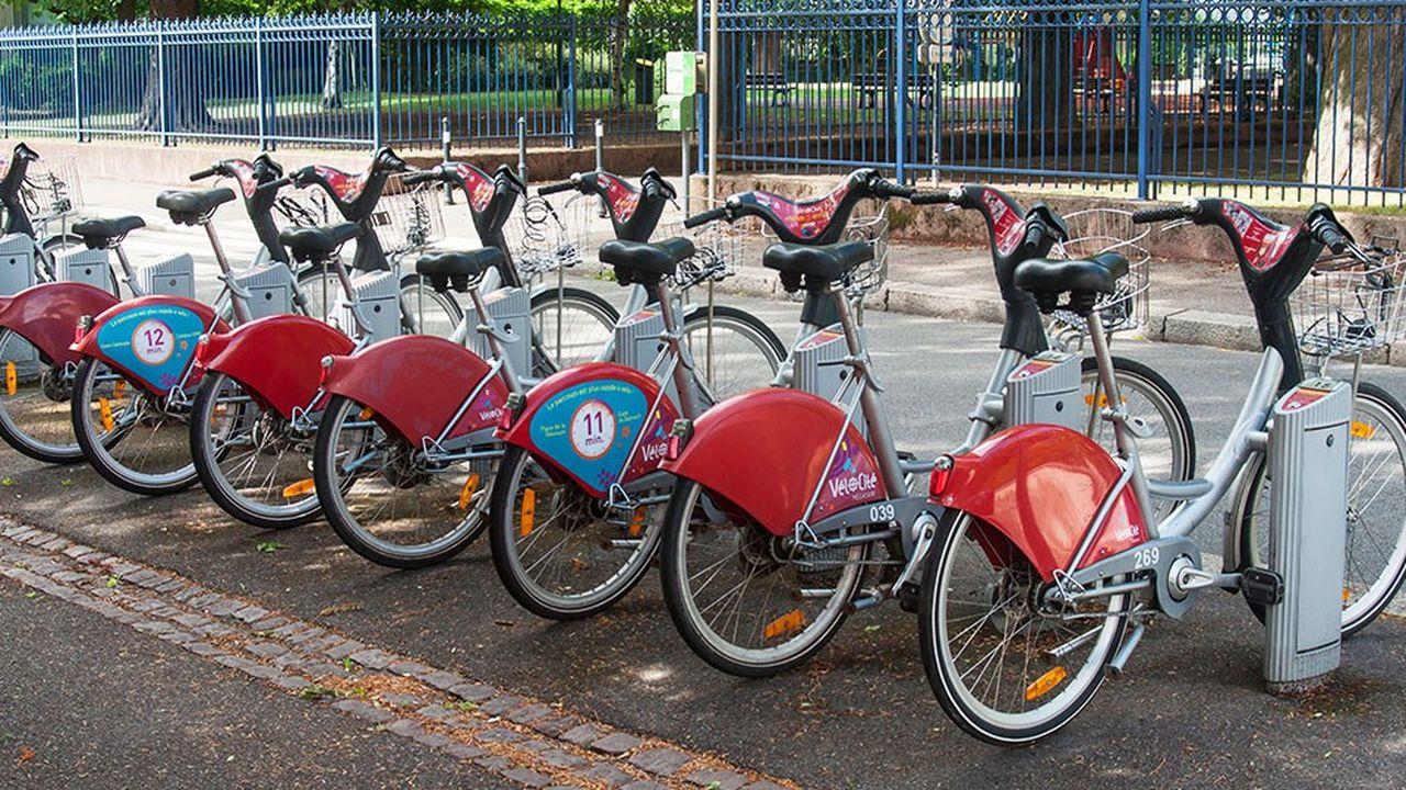 L'agglomération de Mulhouse vient de lancer en partenariat avec le groupe de transport public Transdev un «compte mobilité», qui regroupe sur une seule application l'accès au réseau de transport en commun, aux vélos en libre-service ou encore à une offre de covoiturage.