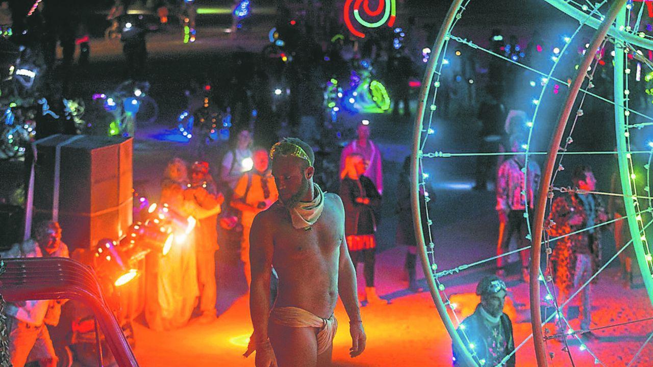 Pour monter son dernier spectacle, « Color Wheels » programmé par le festival Burning Man, dans le désert du Nevada, fin août, la compagnie a fait appel au financement participatif sur Ulule