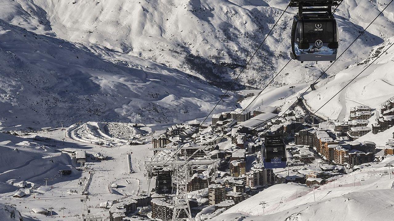 La France compte 250 stations réparties sur6 massifs montagneux. Ces dernières accueillent 10millions detouristes en hiver, dont 7millions pratiquant des sports de glisse.