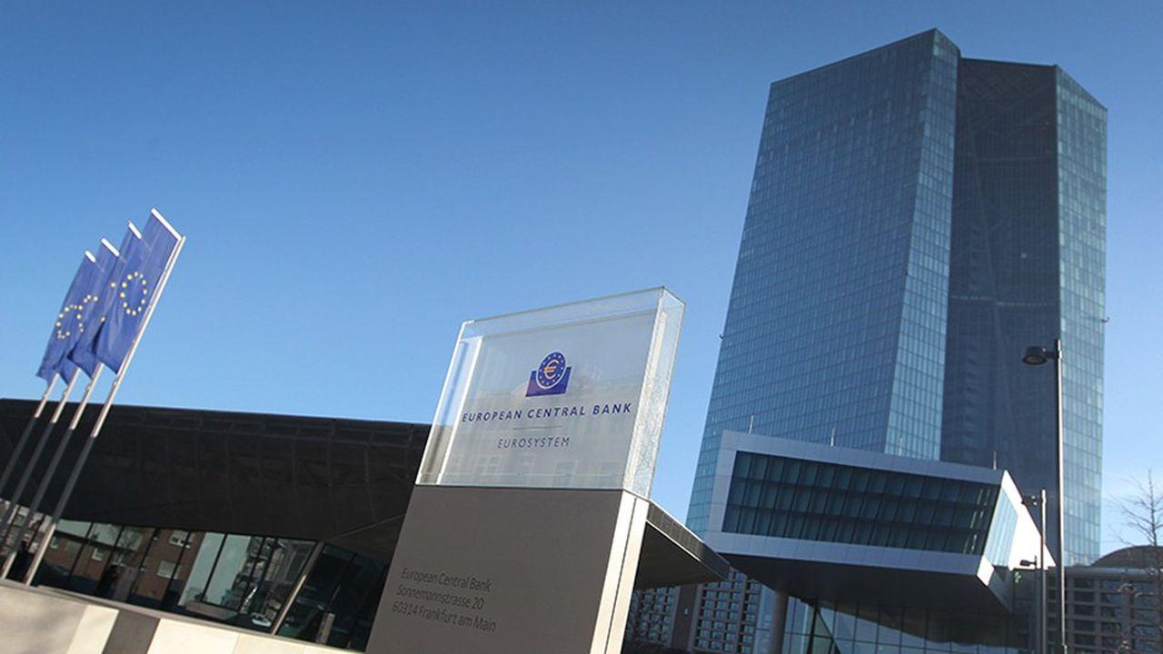 Les juges de la Cour constitutionnelle fédérale allemande mettent en doute la validité des rachats d'obligations souveraines lancés en 2015 par la BCE pour doper l'inflation en zone euro.