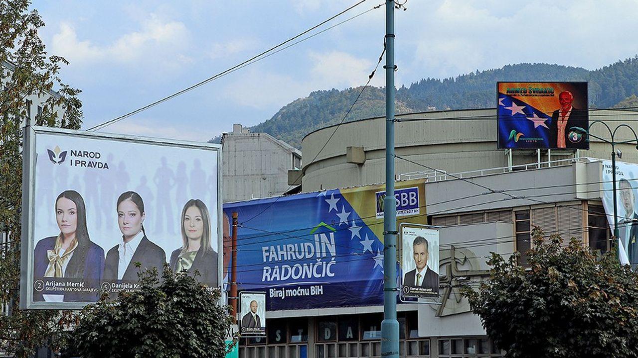 Les électeurs de Bosnie-Herzégonive vont désigner dimanche, suivant les communautés confessionnelles auxquelles ils se rattachent, quatre présidents, six chambres parlementaires et quatorze gouvernements de districts ou fédéraux. Credit: AHMED HADROVIC/SIPA/1810031321