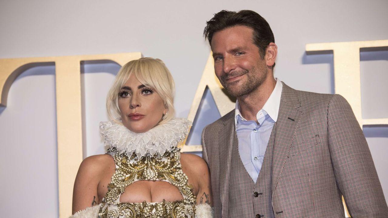 Sans maquillage outrancier, ni costume flamboyant, Lady Gaga y interprète ici une jeune serveuse rêvant de mener une carrière musicale.