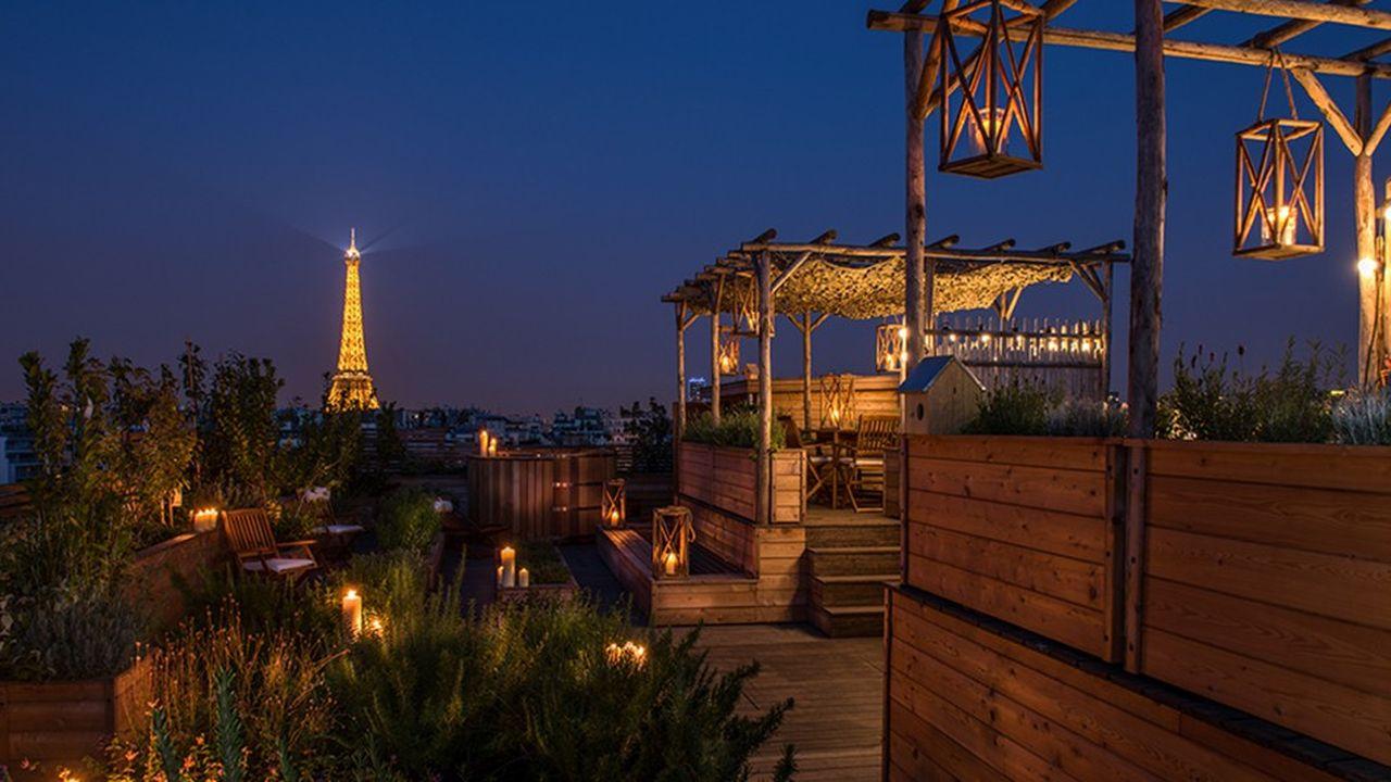 Surfant sur les tendances montantes, le vaste potager sur le toit est accessible aux clients des suites mais accueillera aussi des événements privés.