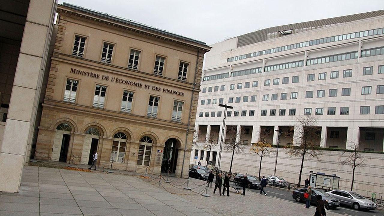 2211805_infrastructures-bercy-hisse-le-pavillon-francais-a-linternational-web-tete-0302371714749.jpg