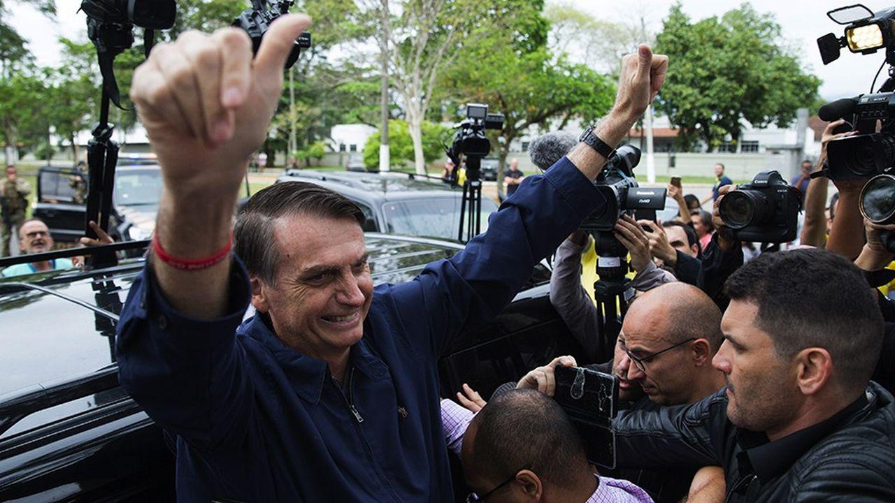 2211808_bresil-bolsonaro-exclut-tout-adoucissement-de-son-discours-dans-lentre-deux-tours-web-tete-0302372638482.jpg