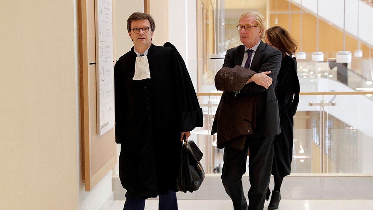 L'ancien dirigeant d'UBS France, Patrick de Fayet, accompagné de son avocat, est en première ligne dans le procès de la banque suisse, accusée de « démarchage bancaire illégal » et « blanchiment aggravé de fraude fiscale ».