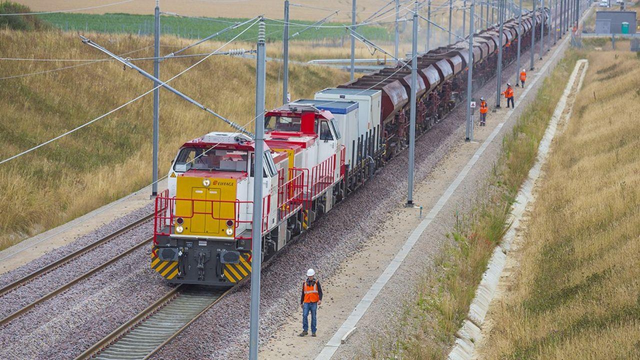 Le prestataire est capable de remplacer 1 km de rail par nuit.