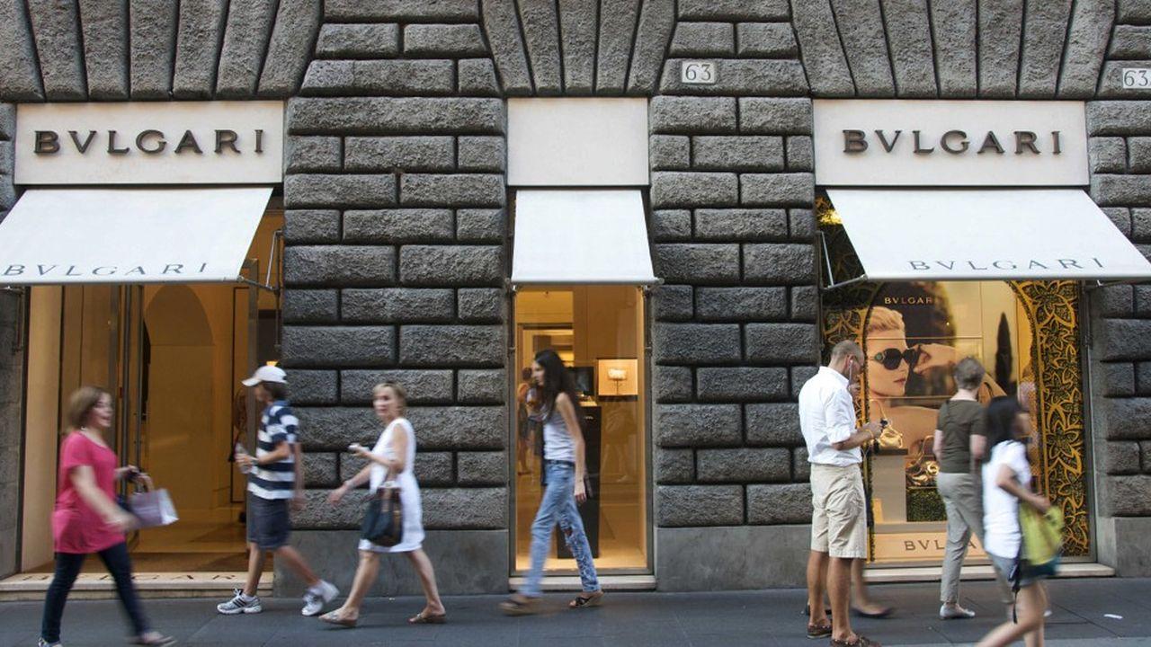 Chez Bulgari, à Rome, le public aura la possibilité de contempler, soupeser et même de prendre à pleines mains émeraudes, saphirs ou rubis.