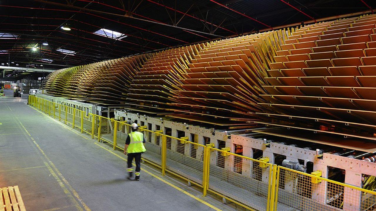 2212826_p3g-pourrait-reprendre-une-usine-de-panneaux-dikea-industry-france-web-tete-0302393439753.jpg