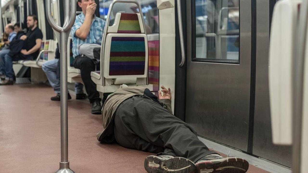 En février dernier, près de 3.000 sans-abri avaient été dénombrés dans les rues de Paris lors d'un recensement inédit organisé par la mairie