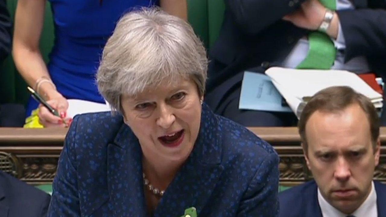 La Première ministre conservatrice, qui joue actuellement son poste sur le Brexit, doit résoudre, à Londres, la quadrature du cercle.