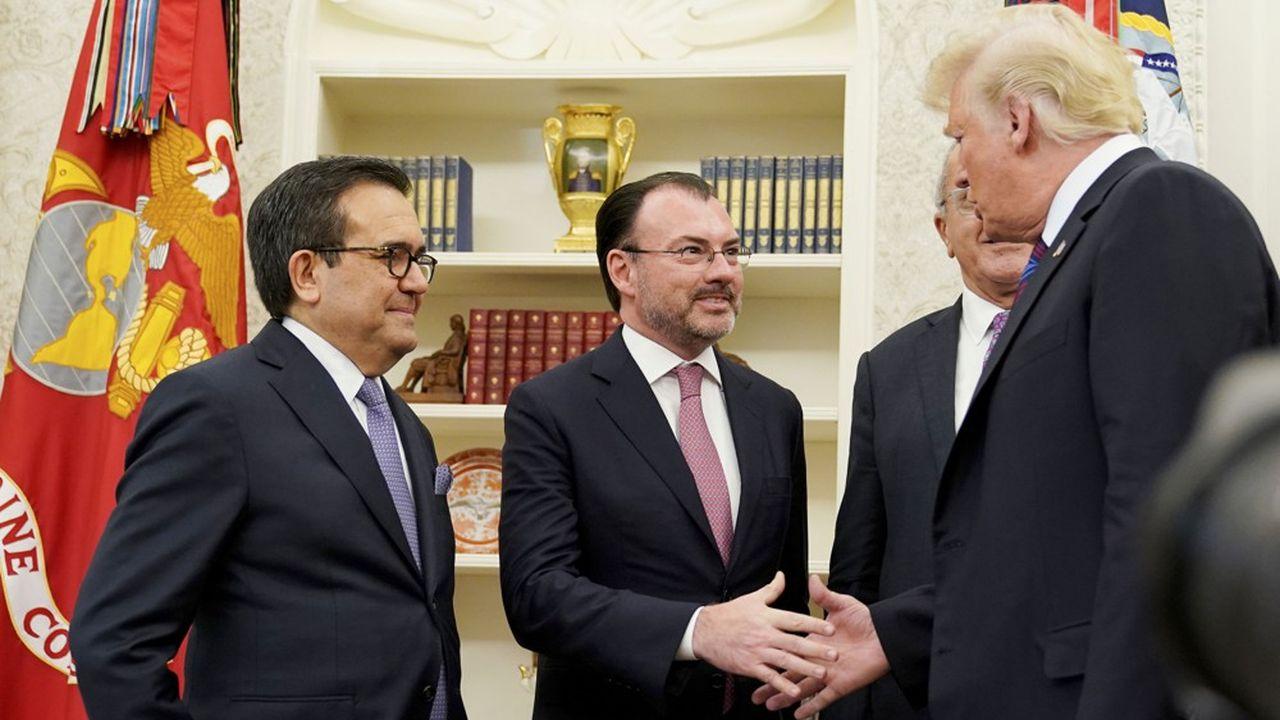 Donald Trump, ici en discussion avec le ministre des affaires étrangères mexicain (au centre), a d'autorité appelé le nouveau traité USMCA