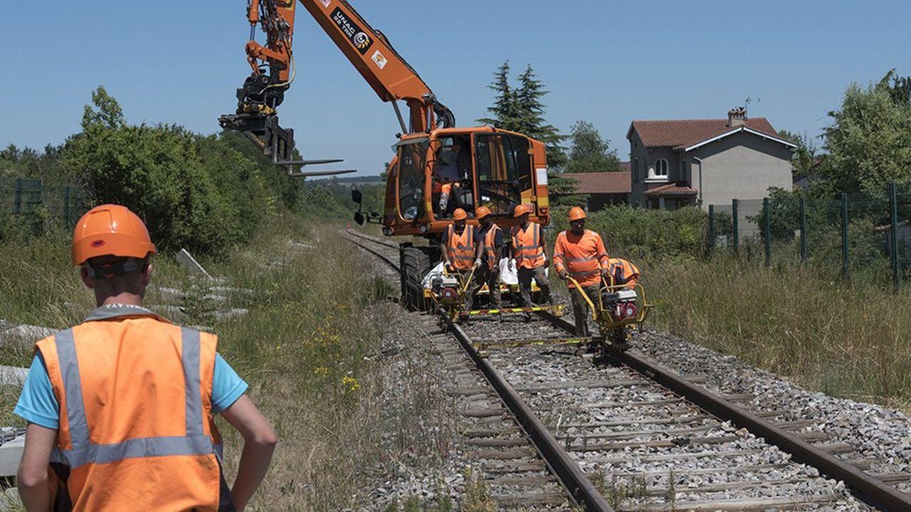 Colas Rail réalise 50% de ses 900millions d'euros de chiffre d'affaires en France dont plus de la moitié avec la SNCF.. Il en est aussi un concurrent en tant qu'opérateur ferroviaire pour des lignes de fret et vu ses difficultés actuelles avec la SNCF, va devoir se repositionner sur d'autres clients pour diminuer sa dépendance.