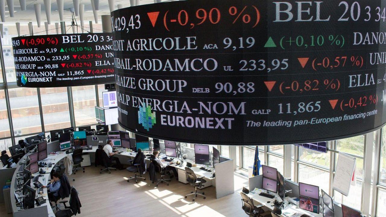 Les marchés tournent le dos aux valeurs bancaires de la zone euro, moins bien traitées que les banques américaines. En plus de la question lancinante des taux faibles, le trimestre écoulé a été riche en inquiétudes.