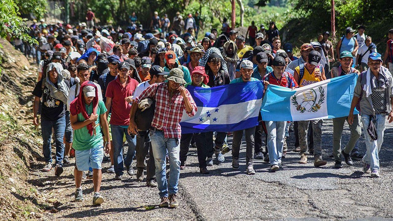 Malgré la chaleur et la fatigue, les risques d'être arrêtés par la police et renvoyés à leur point de départ, les 7.000 marcheurs poursuivent leur route vers les Etats-Unis.