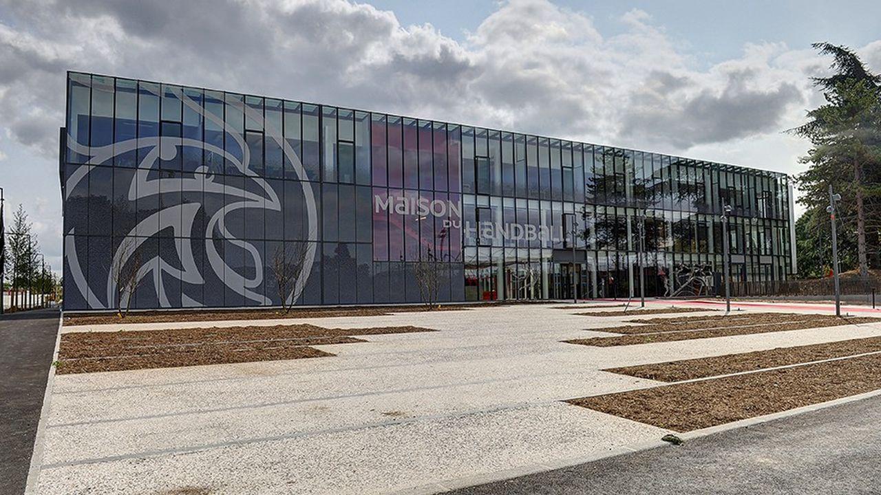 L'investissement pour la maison du Handball à Créteil qui a atteint 40 millions d'euros a été apporté à hauteur de 19 millions par les collectivités