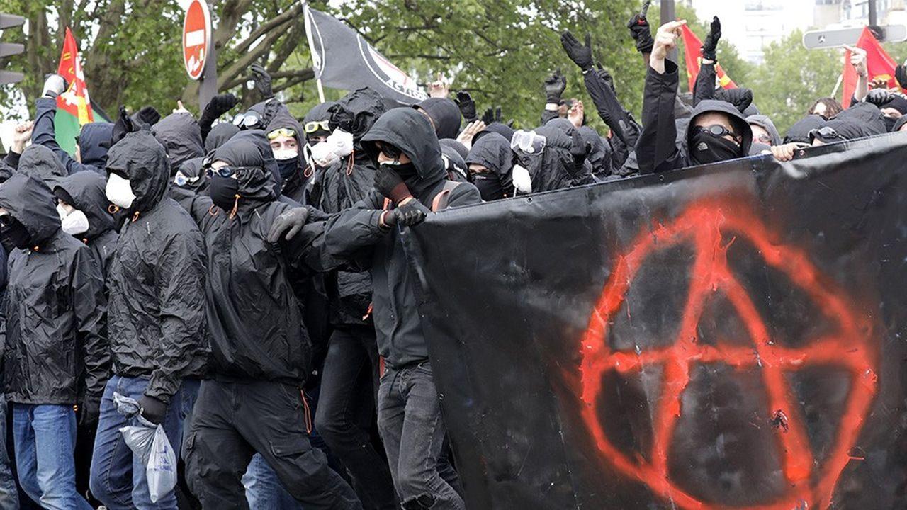 2173051_de-violents-heurts-ont-perturbe-le-defile-du-1er-mai-a-paris-web-tete-0301630888636.jpg