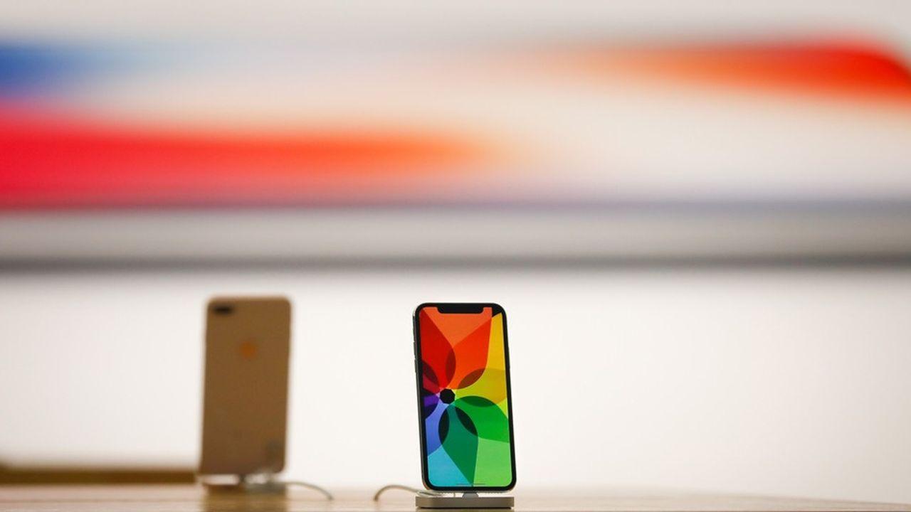 Au total, les revenus du groupe ont progressé de 16% à 61,1milliards de dollars au cours du deuxième trimestre clos en mars, tirés notamment par les ventes d'iPhone X