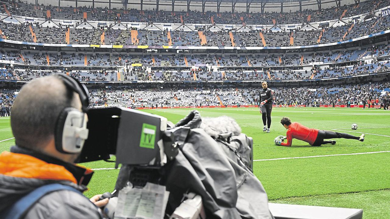 Mediapro, quasi inconnu jusqu'alors, a raflé l'essentiel des lots de la Ligue 1, provoquant un petit séisme dans le monde audiovisuel. / AFP PHOTO / GABRIEL BOUYS