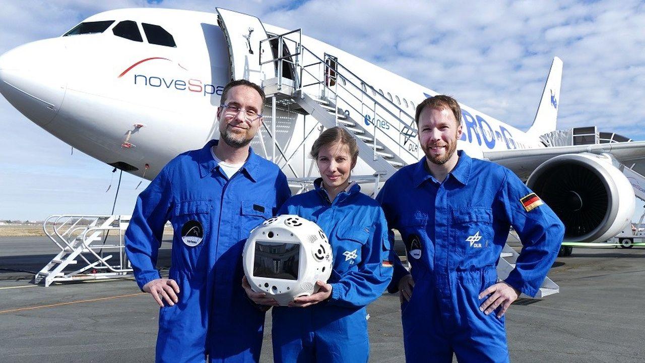 L'équipe du projet Cimon devant l'Airbus A300 ZeroG.