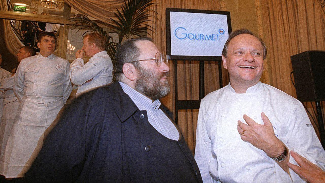 Joël Robuchon (à dr.) avec le producteur de télévision Guy Job (à g.) en 2001.