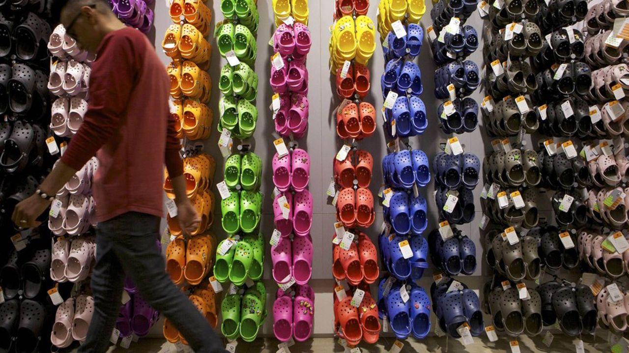 «Notre avenir reste plus brillant, audacieux et coloré que jamais», affirme Crocs pour rassurer ses clients
