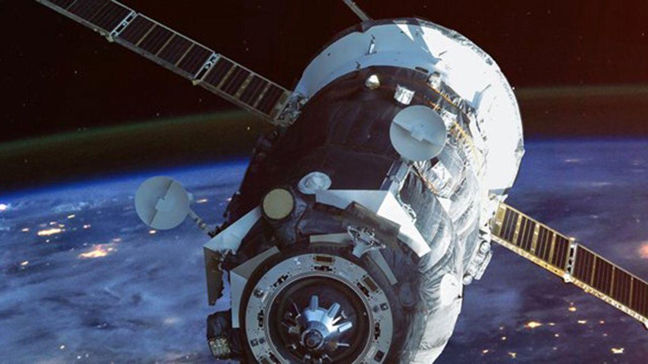 Lancé depuis la Station spatiale internationale, le satellite éboueur s'est entraîné à projeter un filet sur un autre satellite dérivant à quelques mètres