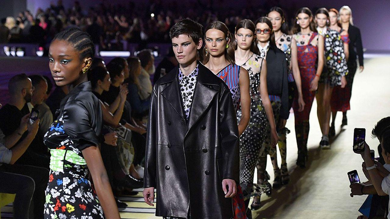 Défilé Versace à Milan. Selon KPMG, sur les 327 acquisitions réalisées dans le luxe entre janvier2017 et mars2018 au niveau mondial, 21% ont concerné des entreprises italiennes