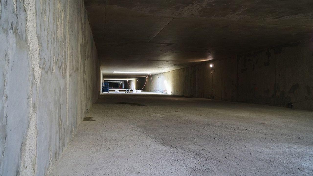 L'arrière-gare de Noisy-Champs, un souterrain de 500 mètres de long, achevé à 85%, est destiné à accueillir les installations de retournement et de garage des rames de la ligne 15 sud