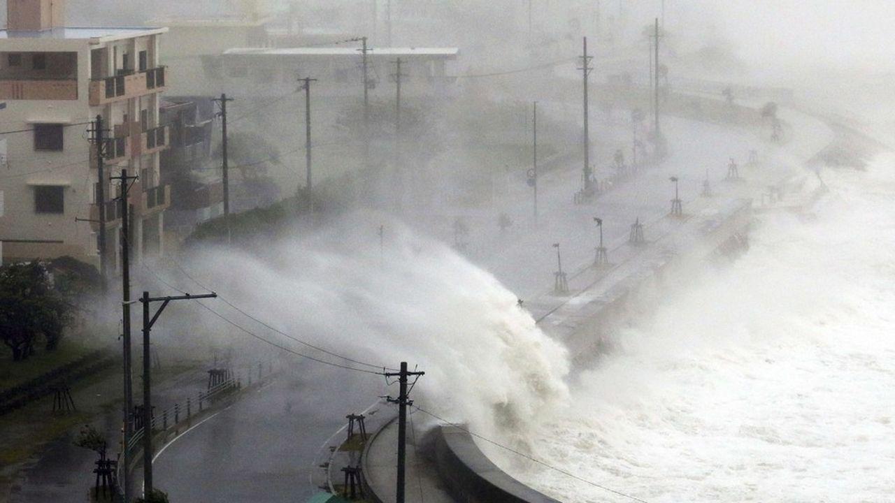Le typhon Trami balaye l'île d'Okinawa. C'est le 24e typhon qui frappe l'archipel depuis le début de l'année.