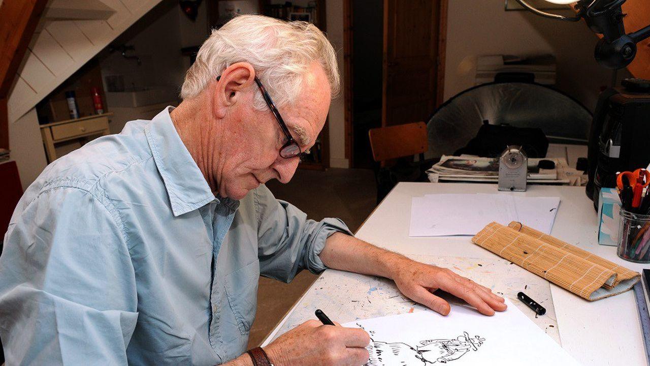 René Pétillon, ici en 2013, dessinant son héros emblématique, le détective Jack Palmer.