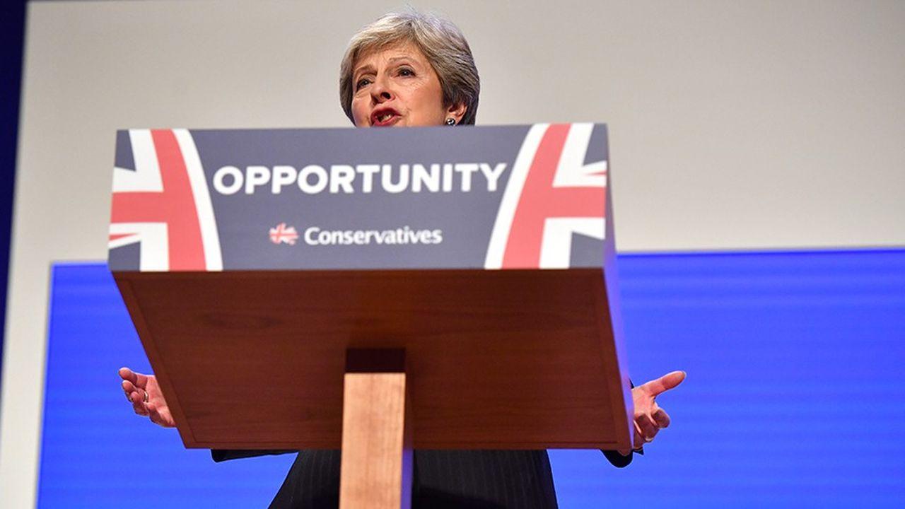 «Je crois passionnément que le meilleur est à venir et que l'avenir est plein de promesses, a lancé Theresa May mercredi à Birmingham. Mais si nous allons tous dans des directions différentes à la poursuite de ce que nous jugeons être le Brexit parfait, nous risquons de ne pas avoir de Brexit du tout», a-t-elle averti.