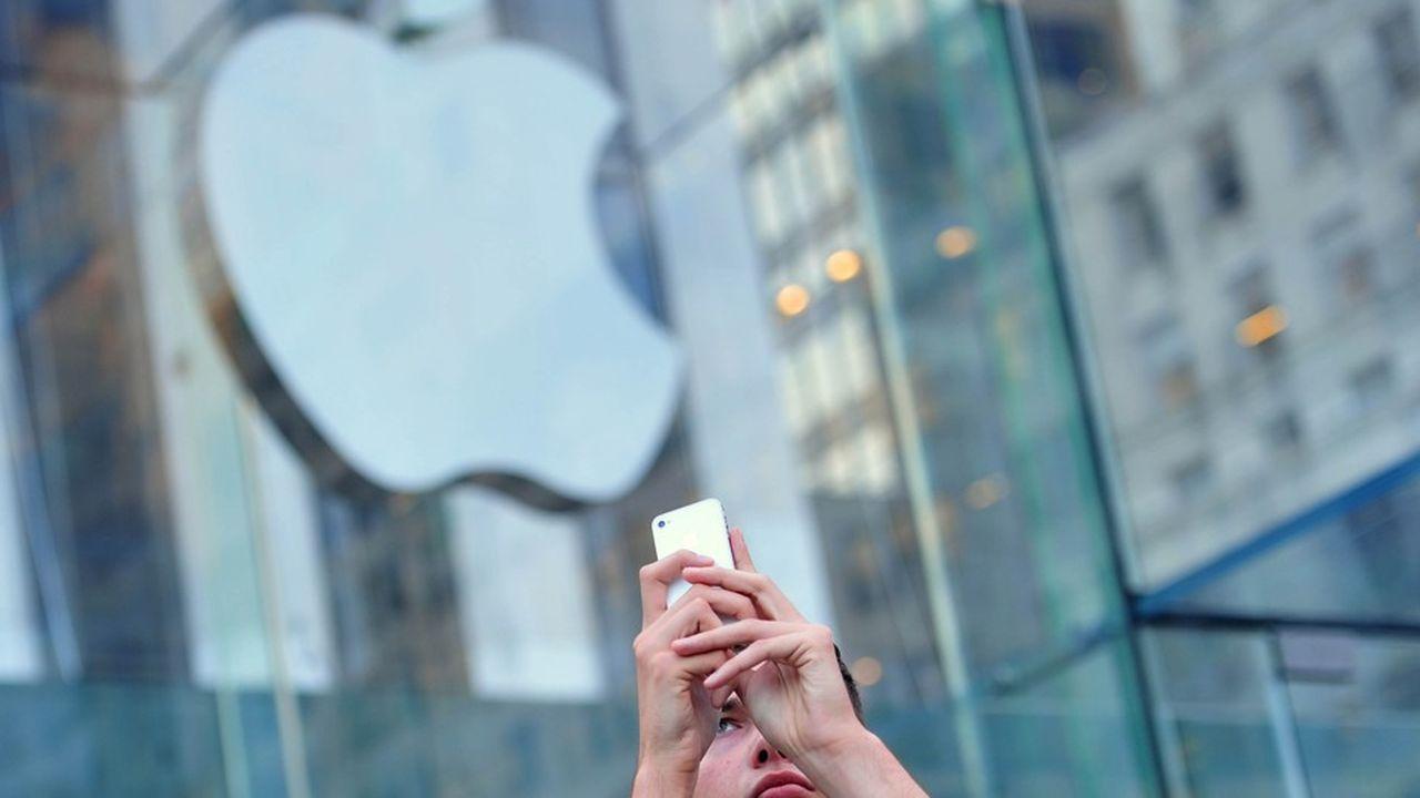 2210807_apple-reste-la-marque-la-plus-puissante-du-monde-web-tete-0302232825145.jpg