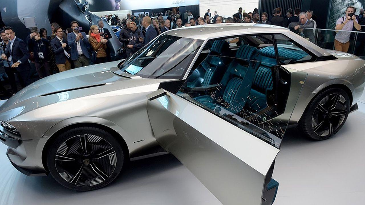 Le concept Peugeot E-Legend, la voiture qui attire le plus de monde au Mondial de Paris.