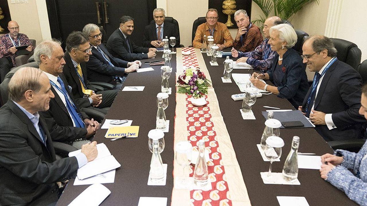 A Bali, la directrice du FMI, Christine Lagarde, et le ministre des Finances pakistanais évoquent un prêt d'urgence pour sortir le Pakistan de la crise