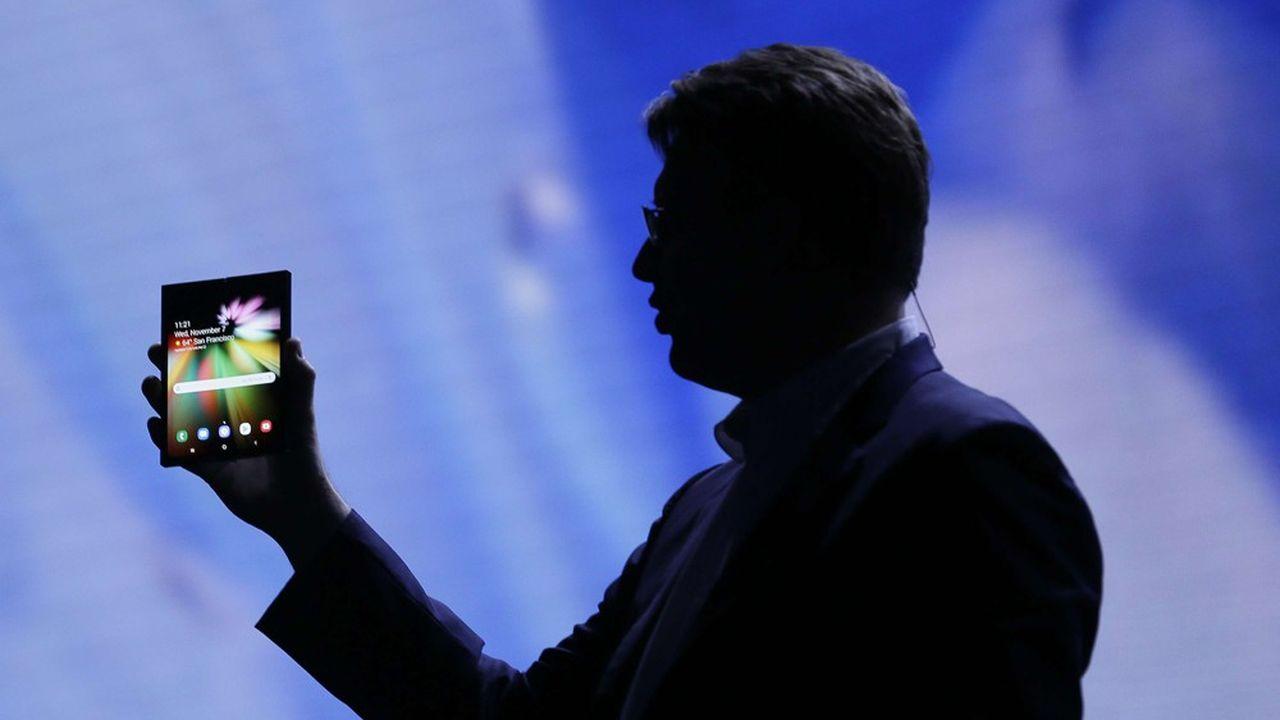 Les analystes reconnaissent que les écrans pliables ne représenteront, dans un premier un temps au moins, qu'une niche minuscule dans le marché mondial des smartphones.