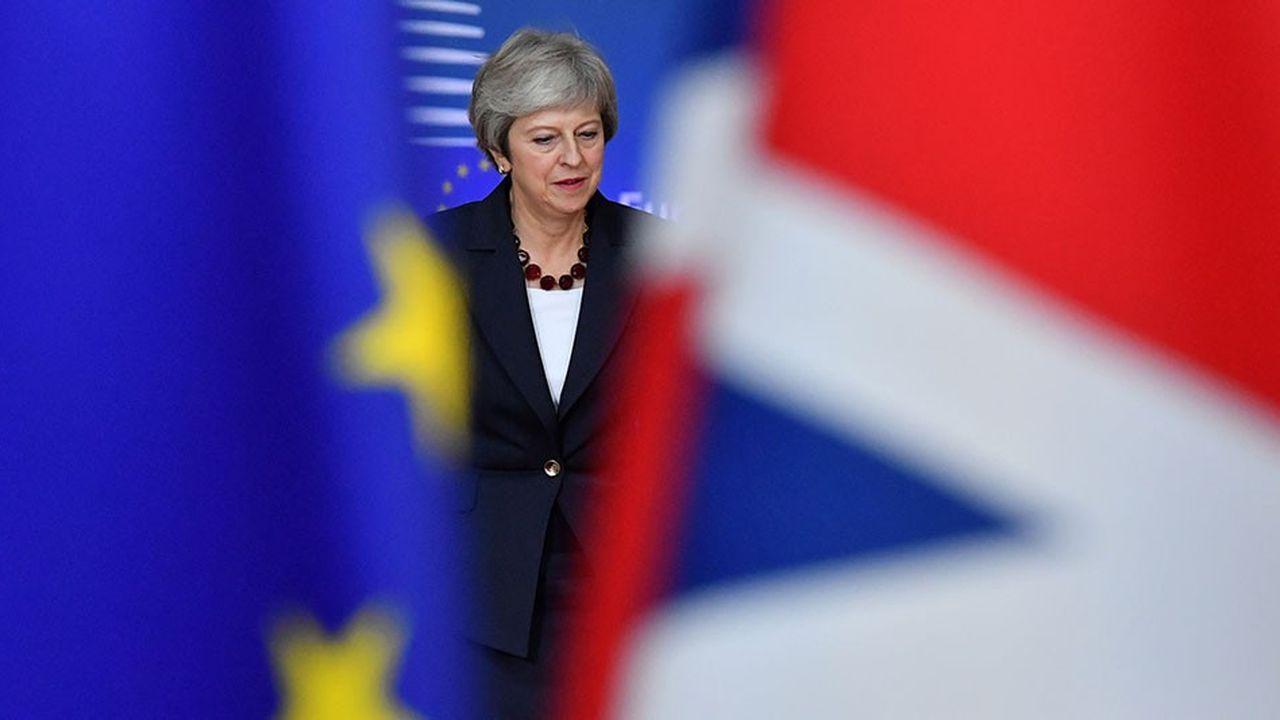 Theresa May a transmis à ses ministres les 95% du projet d'accord qui ne posent plus de problème avec la Commission européenne, afin de gagner du temps dans la dernière ligne droite… et de montrer son impatience.