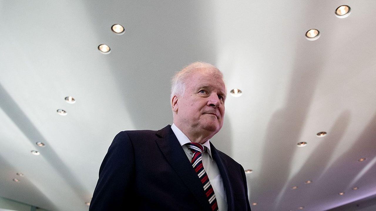 Un congrès extraordinaire devrait être organisé par le parti au mois de janvier afin de procéder à l'élection anticipée d'un successeur à Horst Seehofer à la tête de la CSU.