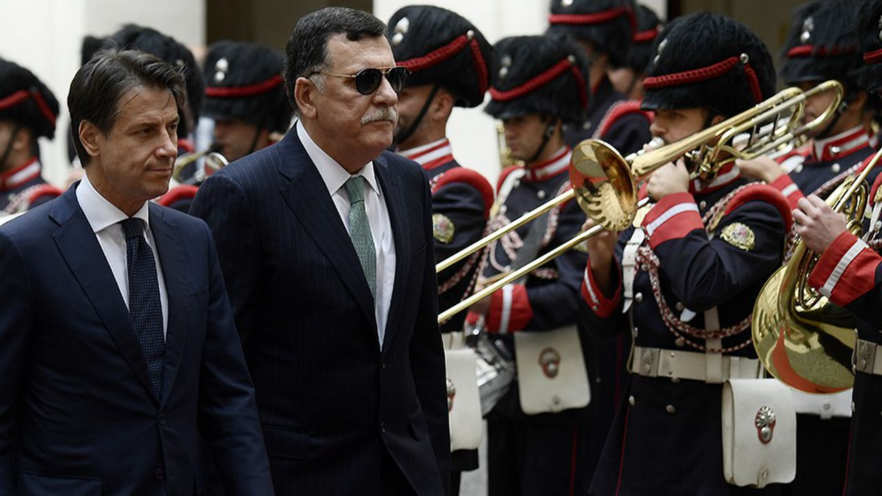 Giuseppe Conte (aux côté de son homologue Fayez al-Sarraj) a décidé de réunir à Palerme un sommet lundi 12 et mardi 13 novembre pour essayer de trouver une solution à la crise libyenne.