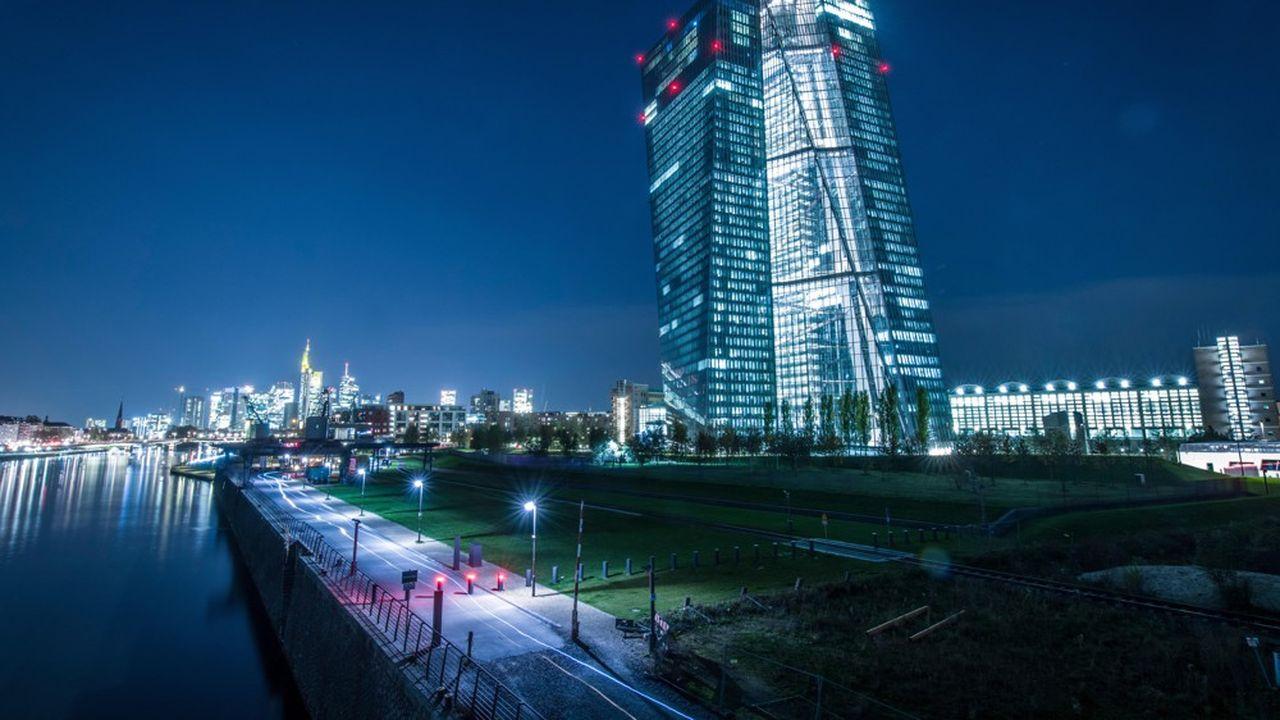 Les contraintes réglementaires imposées par la BCE sur les filiales européennes des banques étrangères poussent celles-ci à revoir leurs choix entre capitales.