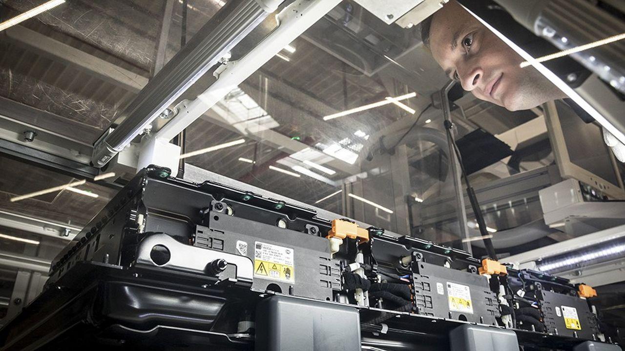 Comme les autres constructeurs européens, Daimler-Mercedes fabrique des packs de batterie lithium-ion à partir de cellules achetées à des fournisseurs asiatiques.