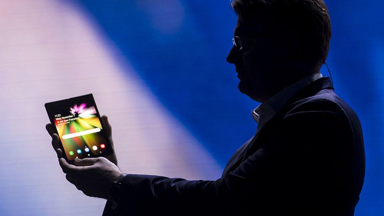 Selon une étude ABI Research, les fabricants devraient livrer 248millions de smartphones à écran pliable en2027.