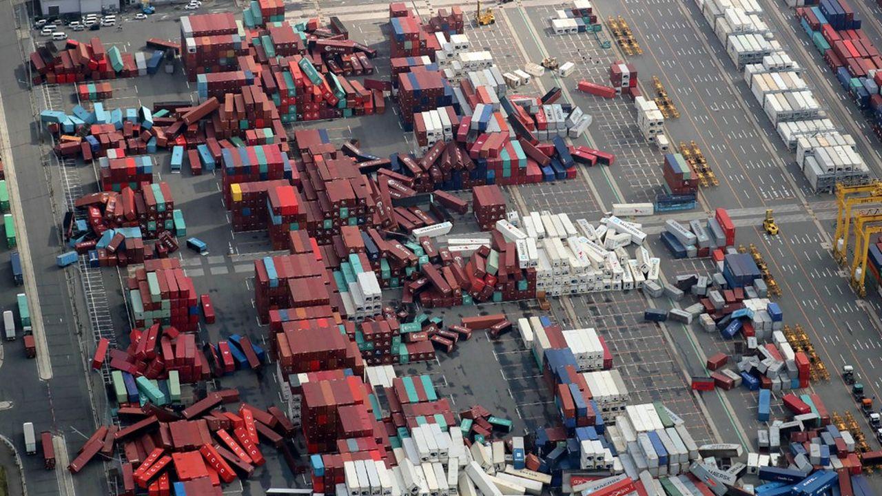 La succession de catastrophes naturelles, comme le typhon Jebi qui a causé de nombreux dégâts sur le port d'Osaka (en photo), a clairement eu un impact sur la croissance