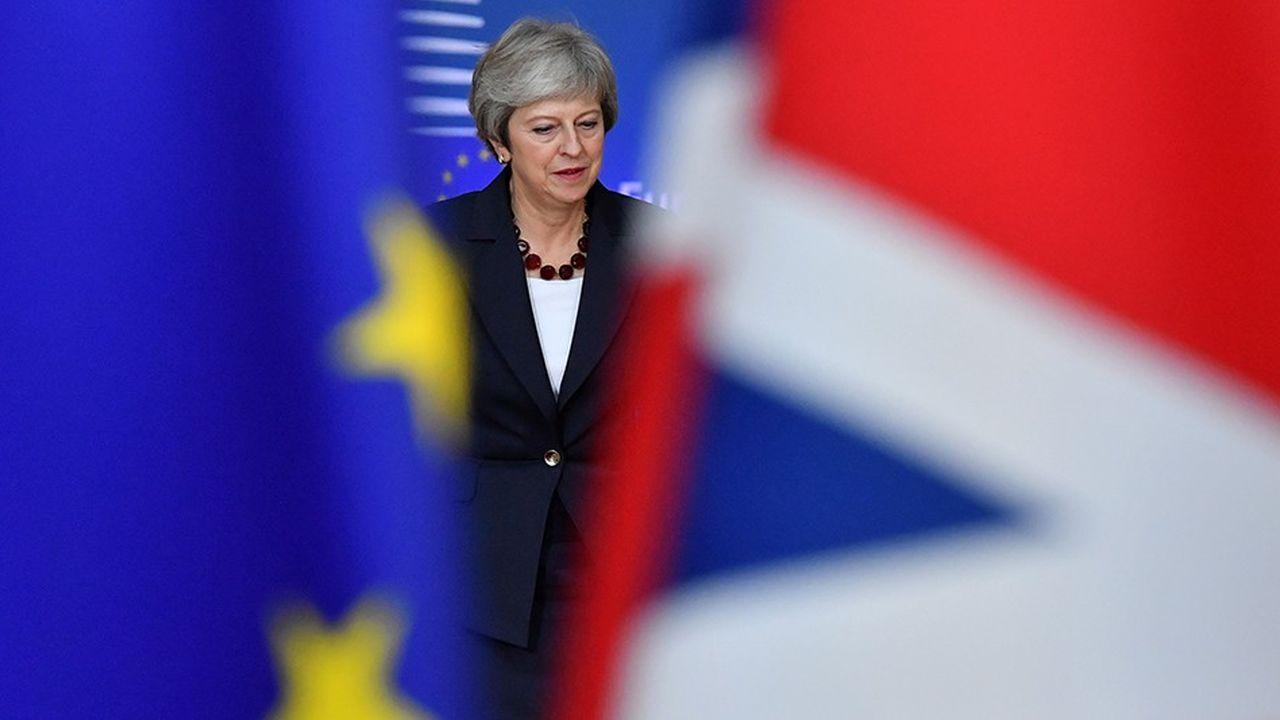 Signe que Theresa May se prépare à mettre tout son poids dans la balance, plusieurs médias britanniques affirmaient, mardi, que la Première ministre prévoyait d'accueillir, un a un, chacun de ses ministres pour les briefer dans la soirée.