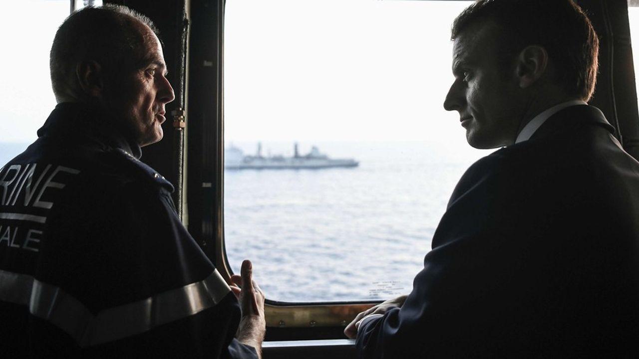 Emmanuel Macron passe la nuit du 14 au 15 novembre à bord du porte-avions « Charles de Gaulle ».