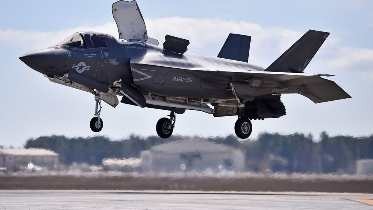 Cent six de ces appareils sont destinés à l'armée américaine, dont 64F-35A pour l'armée de l'Air, 26F-35B pour les Marines et 16F-35C pour la Marine