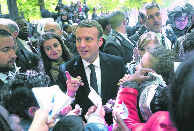 « Ses discours sur la France et ses explications sur sa politique passent à dix coudées au-dessus des oreilles de ses concitoyens ».