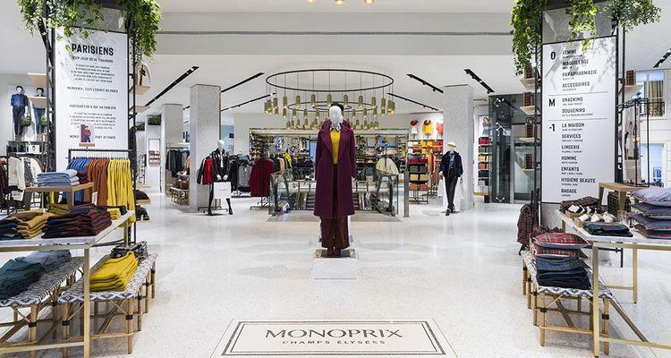 Le nouveau Monoprix des Champs-Elysées semble avoir adopté les codes du luxe.