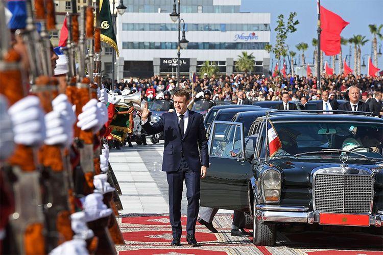 Emmanuel Macron ce jeudi, à son arrivée à la gare de Tanger avant l'inauguration du nouveau TGV marocain.