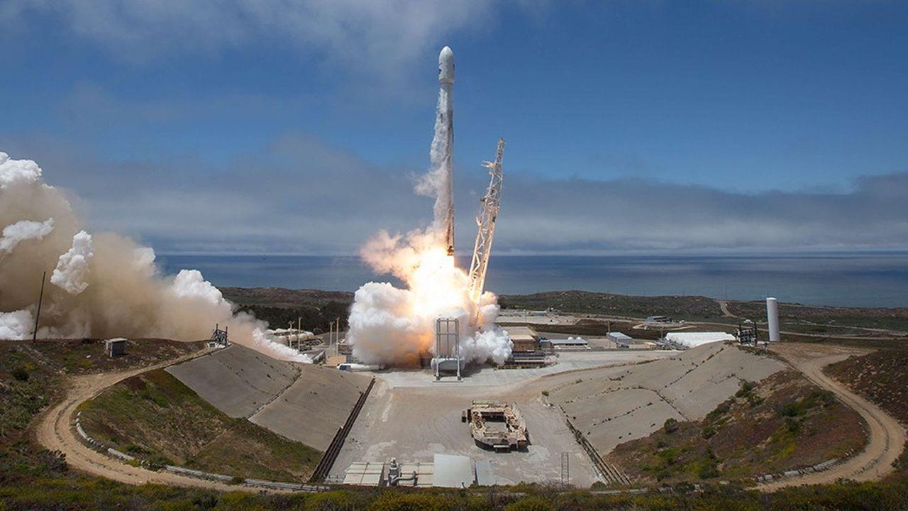 D'ici neuf ans, SpaceX devra déployer l'ensemble de sa constellation Starlink dans l'espace, soit 12.000 minisatellites